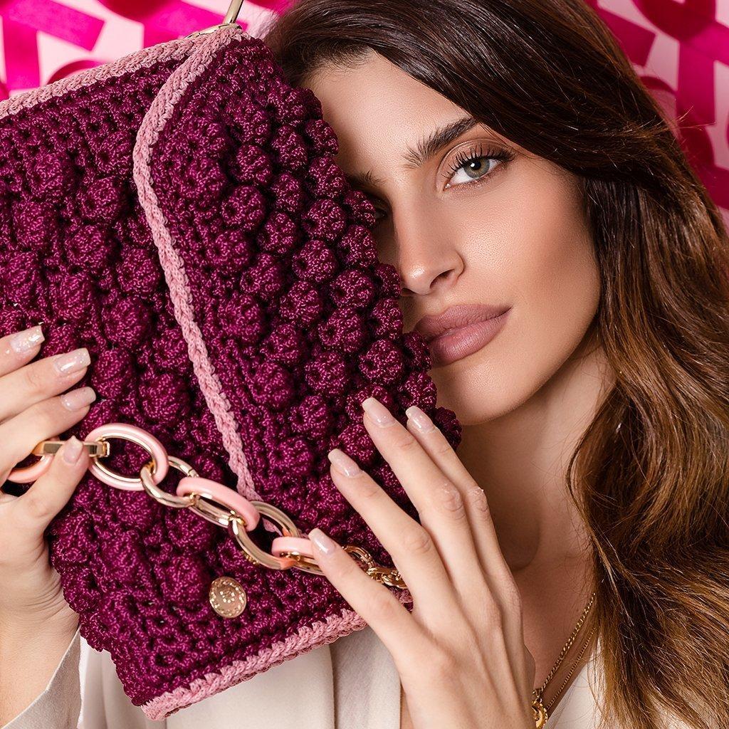 Βυσσινί-ροζ πλεχτή τσάντα ώμου