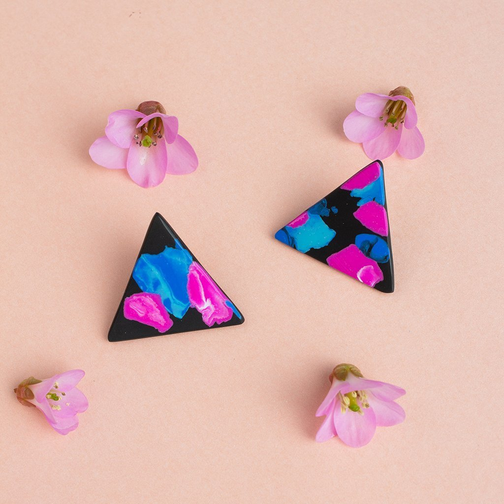 Rosa τριγωνικά σκουλαρίκια